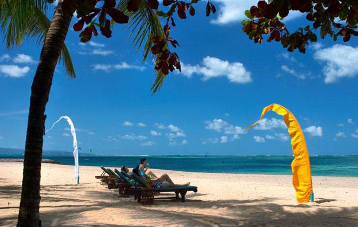 Sewa Villa Pinggir Pantai di Bali